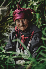 Tupe Mr-7173 (Banco de Imgenes Per) Tags: hbitoprctica usanza creencia leyenda historia pasado tupe yauyos tradicin costumbre cultura lima huancaya nios retrato gente sierra per peruvian herranza mujer matriarcado campo catahuasi aiza tejido hermanas lea cocina abuela sembrando gallina