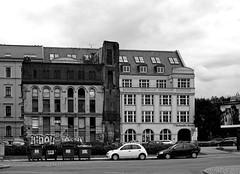 Leipzig ist unvollkommen / Leipzig is imperfect (ingrid eulenfan) Tags: new old city bw alt leipzig architektur schwarzweiss zentrum gebude neu imperfection flickrfriday unvollkommen schw bttnerstrase graphischesviertel unvollkommenheit hofmeisterhaus