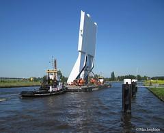 Heavy load (Max Jongkoen) Tags: thenetherlands heavy gouda rivier degouwe zwaartransport