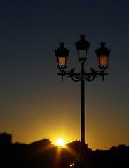 Coucher de Soleil - Toulouse (31) (FloLfp) Tags: city sunset france sunshine night soleil ombre toulouse 31 francia garonne ville lampadaire haute