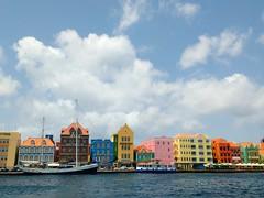 Visita de mdico a Curazao. Quick visit in Curaao. (monteverdejoaquin21) Tags: color colorful caribean building port motog3 motorola sea mar caribe colorido
