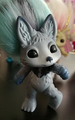 howlie3 (meimi132) Tags: zelfs zelf series6 cute adorable trolls howlie grey wolf dog paws