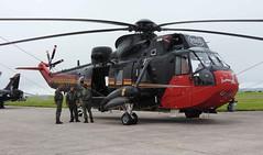 Black Magic (crusader752) Tags: belgianairforce baf westland seaking rs05 helicopter rnasculdrose airday 2016 sar