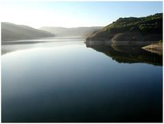 Embalse del Val (margabel2010) Tags: reflejos agua aguadulce aguafluvial colinas cieloytierra solysombra siluetas blancoyazul atardeceres flora rboles