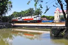 Berdua mereka hela bersama -GBMS dobel- (Edy Widiyanto) Tags: kereta api indonesia pt gaya baru malam selatan gbms double traksi traction dt wonokromo jagir jembatan