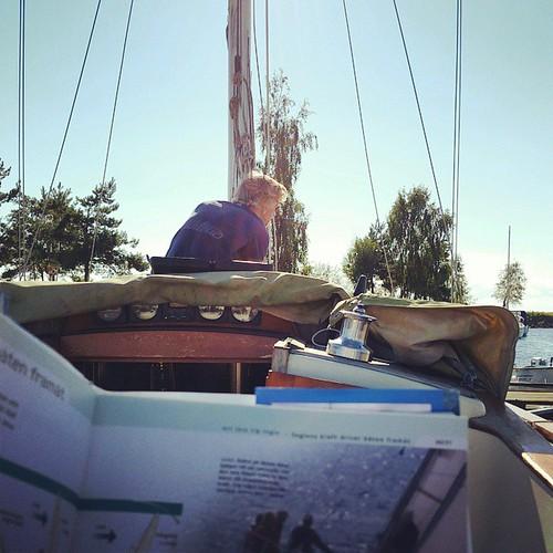 Skruva och läsa om segling gör...