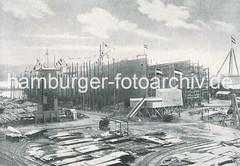 X300912_024_314 Schiffsbau auf der Werft Blohm & Voss; zwei Schiffsrümpfe liegen auf Kiel - eines ist bereit für den Stapellauf. (christoph_bellin) Tags: fotos hamburger hafen bilder entwicklung geschichte alte werft historische fotoarchiv bootsbau schiffswerft werftarbeiter