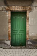 Puerta verde en Gallur. (www.rojoverdeyazul.es) Tags: door old espaa verde green spain puerta vieja autor alvaro bueno aragn gallur
