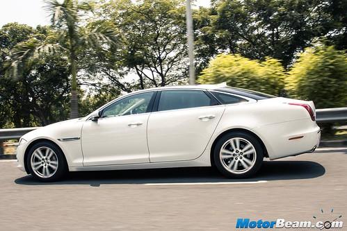 2015-Jaguar-XJ-Petrol-03