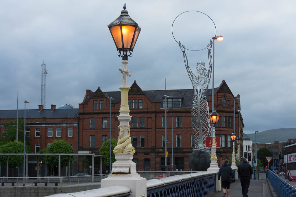 QUEEN'S BRIDGE JUST BEFORE NIGHTFALL [BELFAST] REF-104965