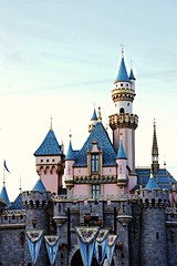 (disneyred) Tags: travel disneyland disney anaheim california southerncalifornia socal outdoors happy castle sleepingbeautycastle
