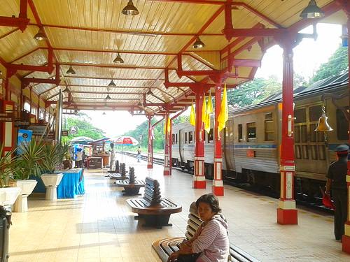 Hua_Hin_railway_station_4_GNU