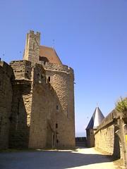 Carcassonne, Languedoc-Roselln, Francia (sergito_mora) Tags: tourism palestra urbana urbano walls aude turismo francia urbanismo worldheritage vegetacin surdefrancia murallas carcasona patrimoniodelahumanidad medievalarchitecture arquitecturacivil medievalfortress arquitecturamedieval languedocroselln ciudadelaamurallada