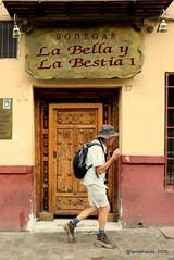 Turista (Landahlauts) Tags: bar stranger bodega desconocido albaicin extrao robado albayzin carreradeldarro labellaylabestia robandoalmas stealingsouls fujifilmxpro1