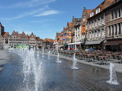 Tournai - Belgique (PatMargat) Tags: eau europe belgium belgique grandplace belgië ville jetdeau tournai doornik hainaut