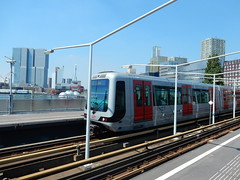 Metro op station Rijnhaven (sander_sloots) Tags: station underground subway rotterdam metro 5300 serie ret metrostation bombardier rijnhaven mg21