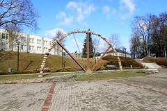 Utena, square (8pl) Tags: monument mtal pierres place square pavs escaliers bancspublics btiments talus lampadaires