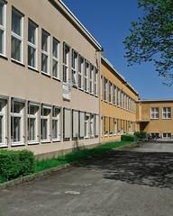 Hallsberg, Västra skolan (Michael Erhardsson) Tags: hallsberg västraskolan 2013 vår maj skolgård mellanstadiet skola