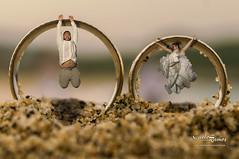 ANILLOS SALTANDO HR DSC4850 (charliefotohux) Tags: boda hutaulco olas oleaje afterwedding amanecer anillodeboda anillos arena mar matrimonio novia novio playa rocas trashthedress vestidodenovia
