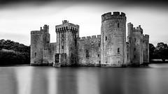 Bodium Castle black and white 16-9 (www.premiumpics.co.uk) Tags: bodium castle sussex moat monochrome longexposure blackandwhitelongexposure bigstopper leefilters medieval ruins