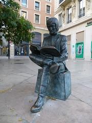 Sance de lecture par Napolon (Malys_) Tags: statue rue valence napolon extireur