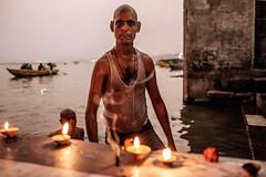 _DSF6512fw (travelstreetmodel) Tags: varanasi pilgrim light lastlight riverganges candles candlelight hindu bath fujixt1 fuji23mm