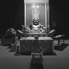 Jing'an Temple. (samuel.musungayi) Tags: nikon carr square samuel musungayi samuelmusungayi photographie photography exploration noir et blanc white black temple buddah china shanghai travel asia asie