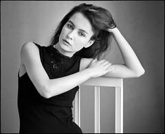 Vera (Hasse Linden) Tags: portrait portrtt ritratto retrato film pellicola analog 120 6x7 mediumformat mamiya rb67 ilford hp5 adonal adox semistand naturallight