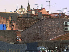 (MAGGY L) Tags: murs toits ville antennes aerials roofs town sud var frjus dmcfz200