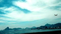 de volta para casa (luyunes) Tags: riodejaneiro baiadeguanabara avio cu mar motomaxx luciayunes