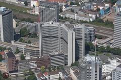 Essen RWE (foto-metkemeier.net) Tags: ltuclassics dinka dehavillanddove luftbilderruhrgebiet luftbilderduisburg luftbilderessen luftbildercrangerkirmes crangevonoben rundflug ruhrgebiet