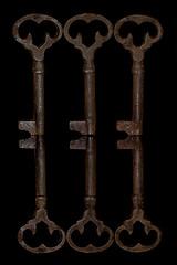 Key Of A Kind (KellarW) Tags: threeofakind rustykeys reflecting skeleton reflection rust keys onblack rustykey troisdungenre dreieinerart 6 six skeletonkeys rusty skeletonkey 3 key reflected three