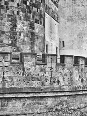 IMG_8060-02 (maurizio siani) Tags: napoli naples italia italy canon s90 bianco nero castello maschio angioino castel nuovo estate summer 2016 tufo mattoni pietra pietre merlatura edificio fortezza