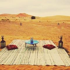 Y llegamos a Merzouga!  En pleno desierto hay lugares tan increbles como ste   www.marruecosentusmanos.com marruecosentusmanos@gmail.com #marruecos #morocco #marruecosentusmanos #desierto #dunas #bereber #merzouga #descanso #belleza #vida #viajes #viaja (marruecosentusmanos) Tags: dromedarios escapadas dunas nmadas paraiso belleza viajar descanso merzouga amigos tambores jaimas morocco marruecosentusmanos colores vacaciones musica familia desierto viajes marruecos vida kasbah desert 4x4 bereber