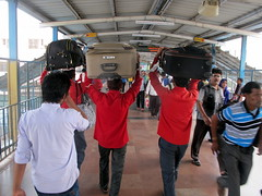 Luggage Coolies (Canadian Veggie) Tags: india station train delhi luggage newdelhi coolies coolie