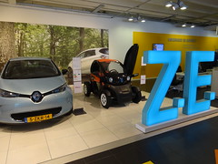 Renault ZE Display (harry_nl) Tags: netherlands zoe rotterdam display nederland renault showroom ze 2015 twizy 5zkr14