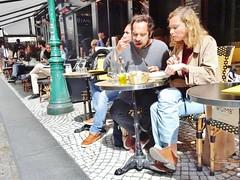 2015-04-25  Paris - Drôle d'endroit pour une rencontre - 58 Rue Montorgueil (P.K. - Paris) Tags: street people paris café french terrace candid terrasse april avril inparis 2015