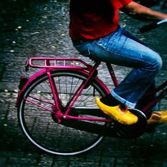 Wooden Shoes (Arthur Koek) Tags: pink man bicycle yellow thenetherlands bluejeans harderwijk veluwe woodenshoes gelderland omafiets