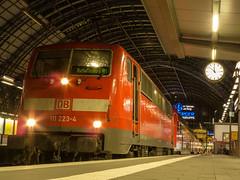 111-Sandwich nach Aschaffenburg(Hbf) (marcelmehlhorn) Tags: night br nacht frankfurt sandwich 111 hbf frankfurtmain dosto