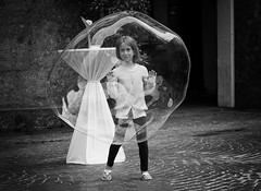 bubble (Erwin Vindl) Tags: bubble streetphotography streettogs candid blackandwhite bw monochrome innsbruck erwinvindl olympusomd em5