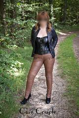 elle251 (Cuir Couple) Tags: cuir leder leather cuero veste jacket jupe skirt pantalon pant hosen mistress maitresse cuissardes matre master bondage bdsm cravache martinet