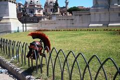 Il riposo del guerriero (LikeTheHitter) Tags: riposo guerriero elmo centurione roma appeso helmet crest cimiero soldato casque guerrier rome