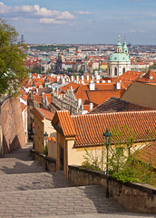 Praha a Zámecké schody (Honzinus) Tags: city czech prague prag praha cz hradčany město schody mikuláš česko prg střechy zámecké
