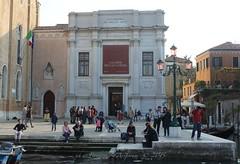 Alla Galleria Totem IlCanale Venezia Ponte Accademia - Ph © Bonazeta Arsforum 2015_02 (Omniars) Tags: art canon arte venezia galleria contemporanea 600d arsforum omniars bonazeta