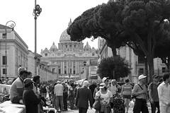 Roma, via della Conciliazione (yrotori2) Tags: roma gente vaticano persone streetphoto piazza sanpietro citt perstrada folla cittdelvaticano instrada