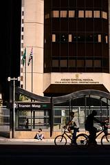 de boa (Vitor Nisida) Tags: shadow cidade urban bike silhouette bicicleta sombra bici urbana paulista metr avenidapaulista silhueta avpaulista metrosp