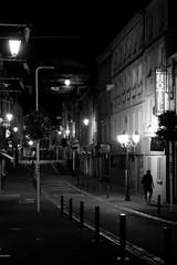 Il rentre seul (Bluefab) Tags: lune touriste hotel nb pieton rue nuit extrieur clairage lampadaires bayeux normandie