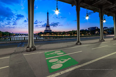 Sunrise sur le Pont Bir Hakeim (Gilles Bourdreux Photographie) Tags: europe france paris bir hakeim pont eiffel tour lights reflets reflection cityscape architecture seine fleuve