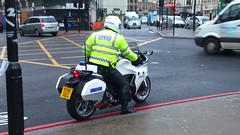 Waiting (indiaechoemergencyvehicles) Tags: special escort group motorcycle motorbike london metropolitan police force service all white kings cross station emergency services 999