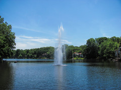 Lake Anne Plaza, Reston (dckellyphoto) Tags: reston lakeanne lakeanneplaza virginia restonvirginia restonva plaza fountain jet spray sunny summer fairfaxcounty beautyofwater